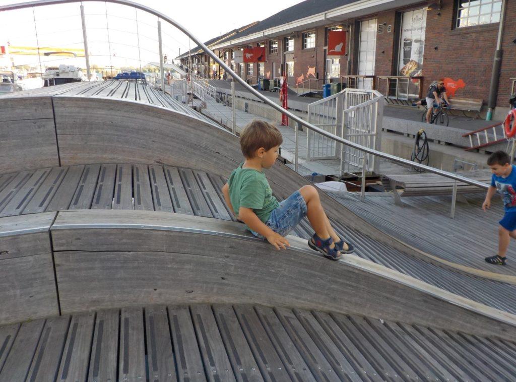 canada, toronto simcoe wave deck harbourfront
