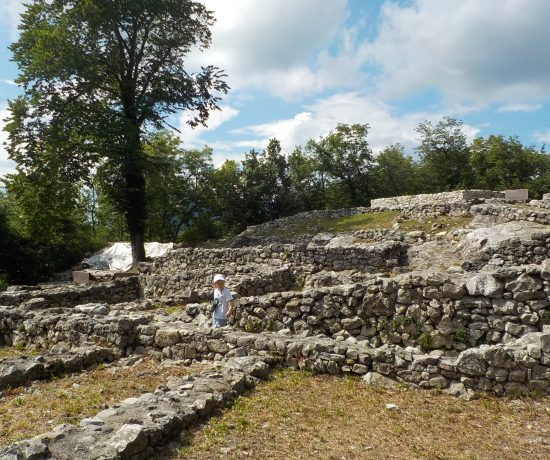 parco archeologico di Tremona villaggio medievale