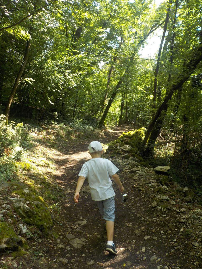 salito verso il parco archeologico di Tremona e villaggio medievale