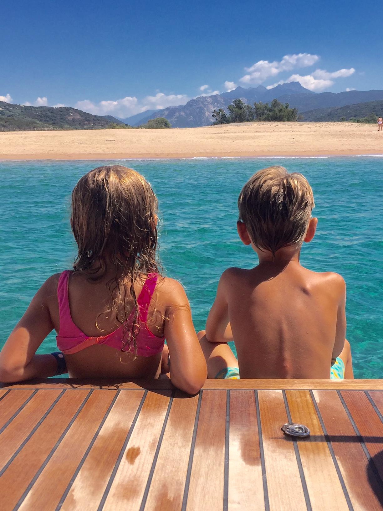 Vacanze in barca a vela con i bambini navigando tra for Vacanze in sardegna con bambini