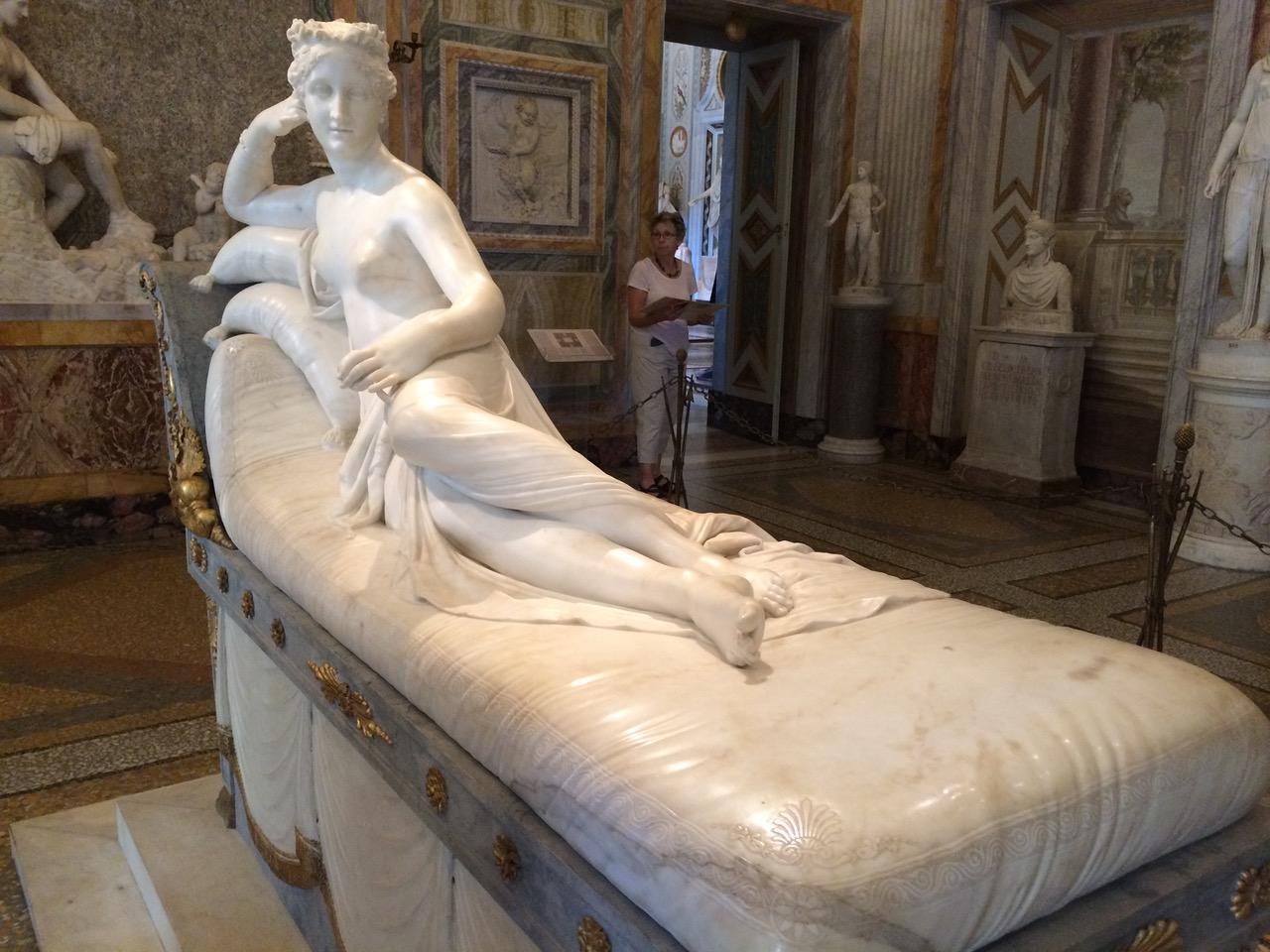 roma con bambini, statua