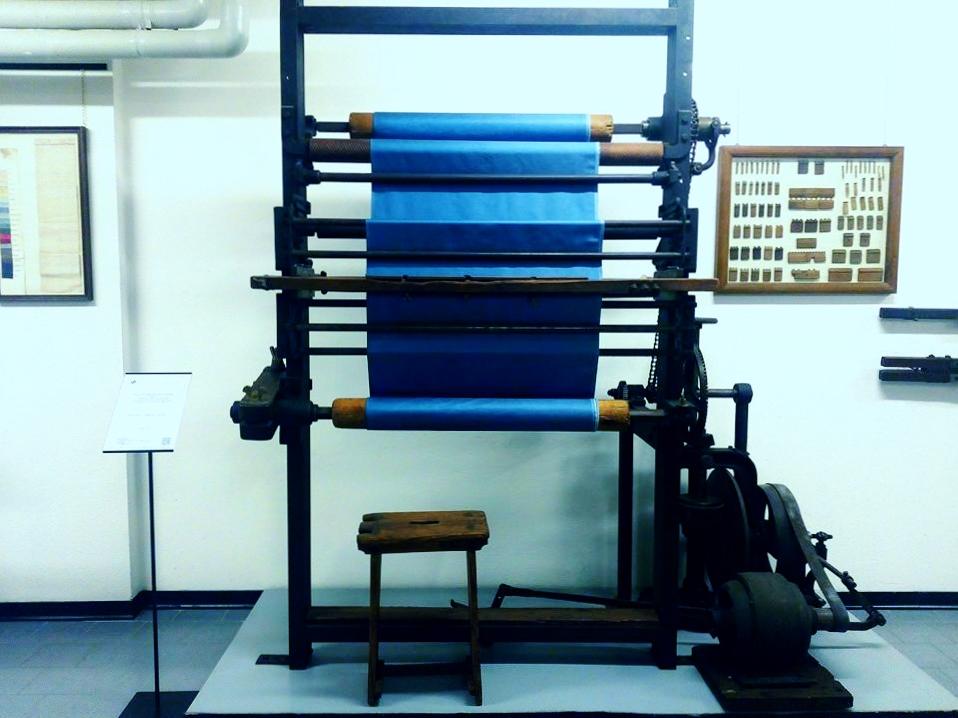 museo didattico della seta como, tessuto blu