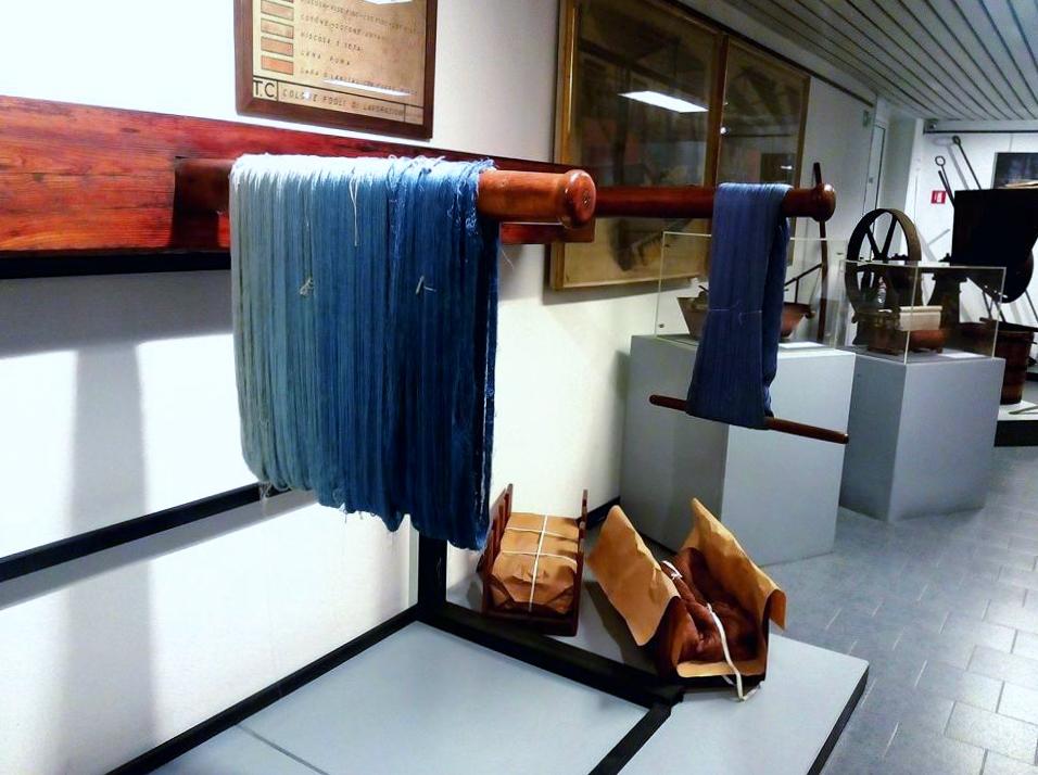 museo didattico della seta como, filo blu