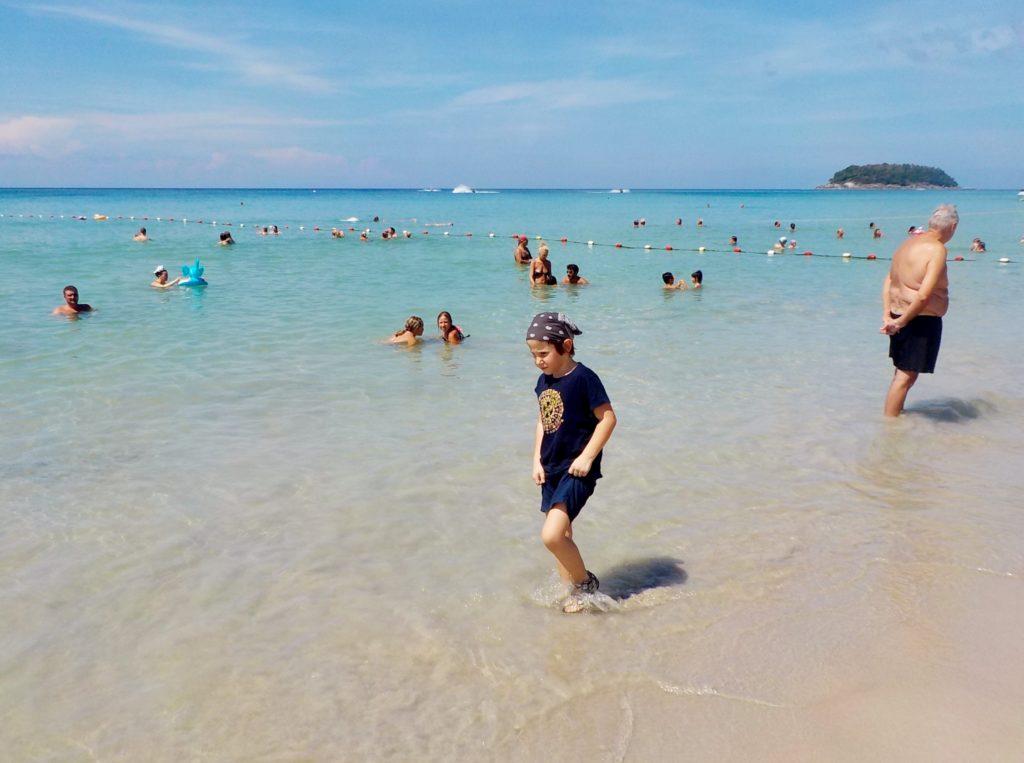 spiaggia di phuket adatta ai bambini