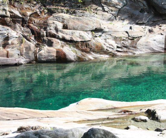 fiume verzasca pozza verde canton ticino