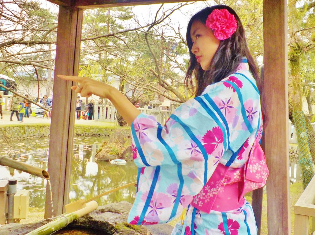 donna in abito tradizionale giapponese