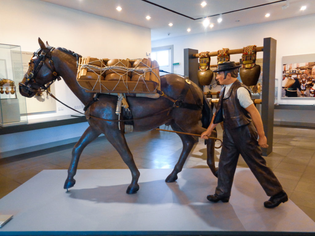 museo del folklore - stein, appenzello (svizzera)...  trasporto formaggio