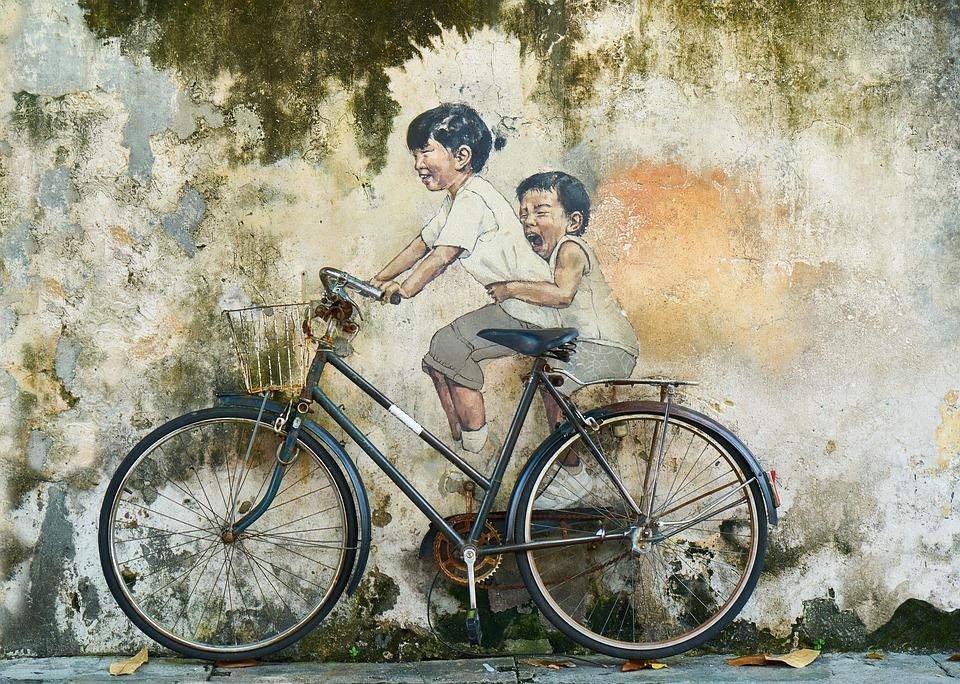 bicicletta: murales con bambini