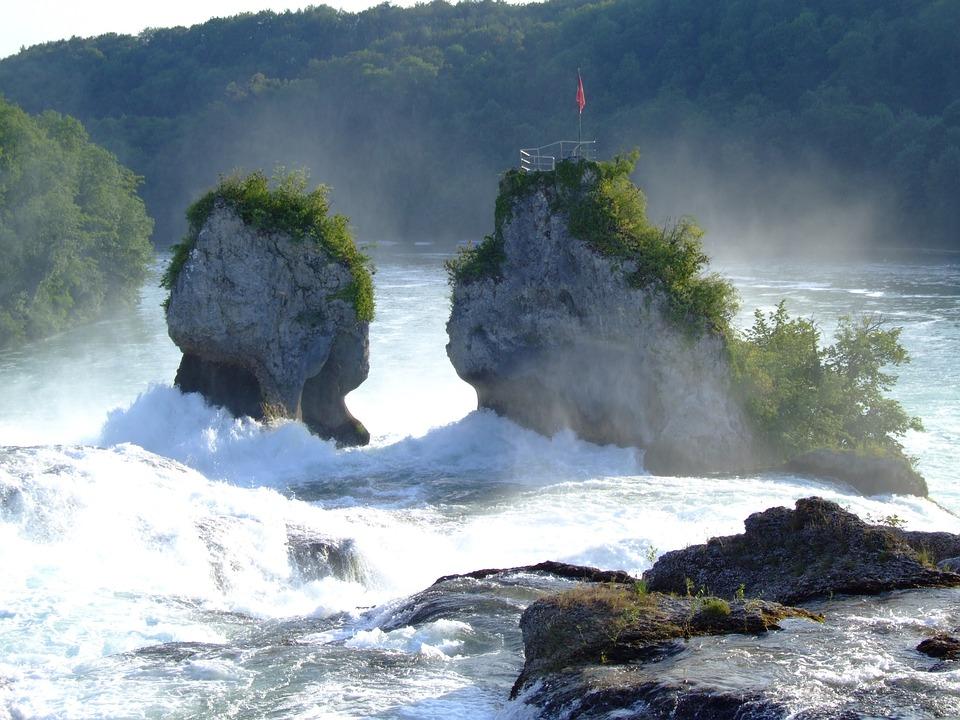 cascate del Reno: rocce nel mezzo
