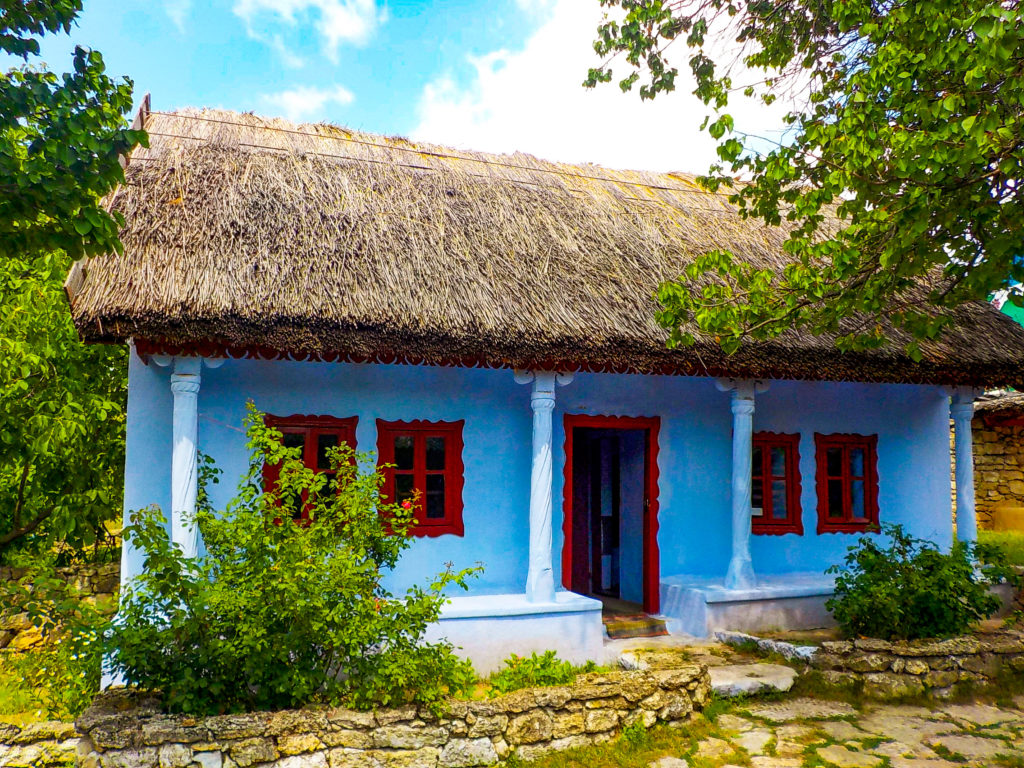 viaggio in moldavia, casa tipica a butuceni