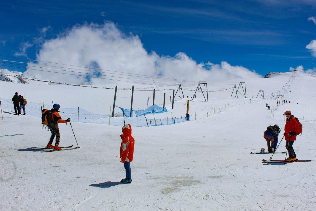 skiers at mattherhorn glacier paradise