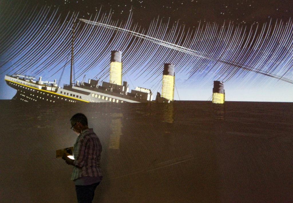 il Titanic inizia ad affondare