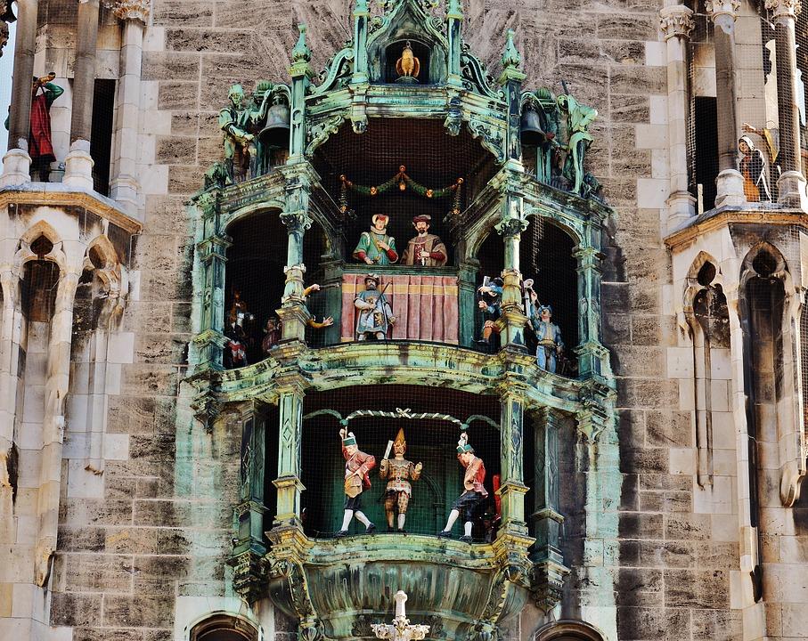 monaco con bambini, torre orologio