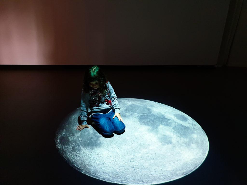 seduta sulla luna a Cadro, sopra Lugano, ideatorio
