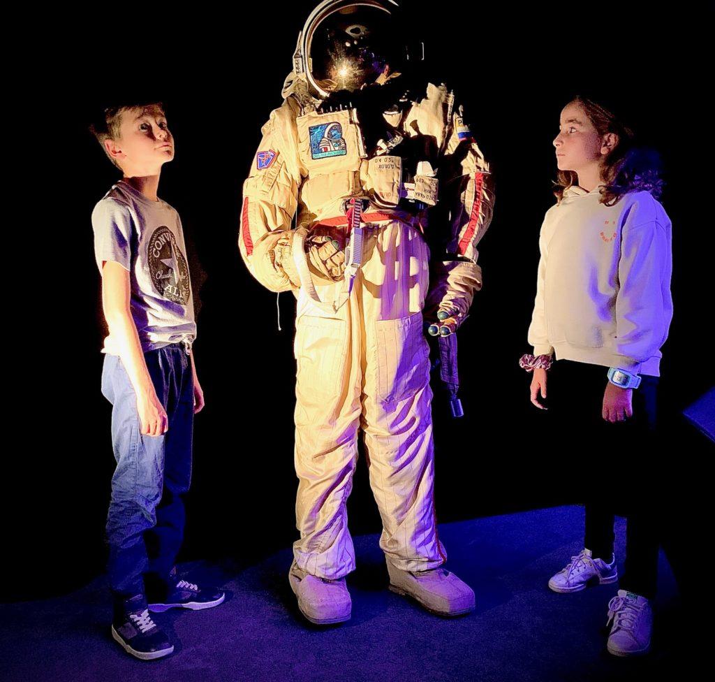 astronauta al planetario