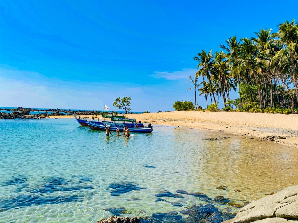 Paradise beach birmania