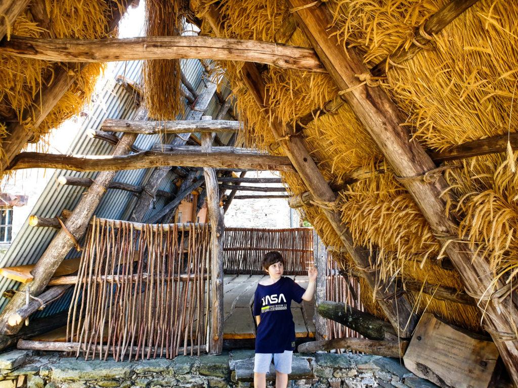 centocampi, tetti di paglia sui monti di Caviano