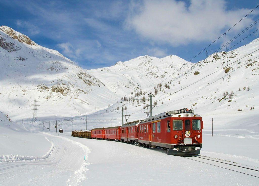 Bernina Svizzera, trenino rosso in inverno