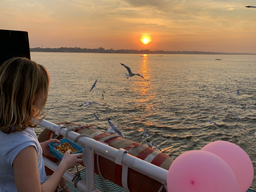 tramonto sul fiume Yangon