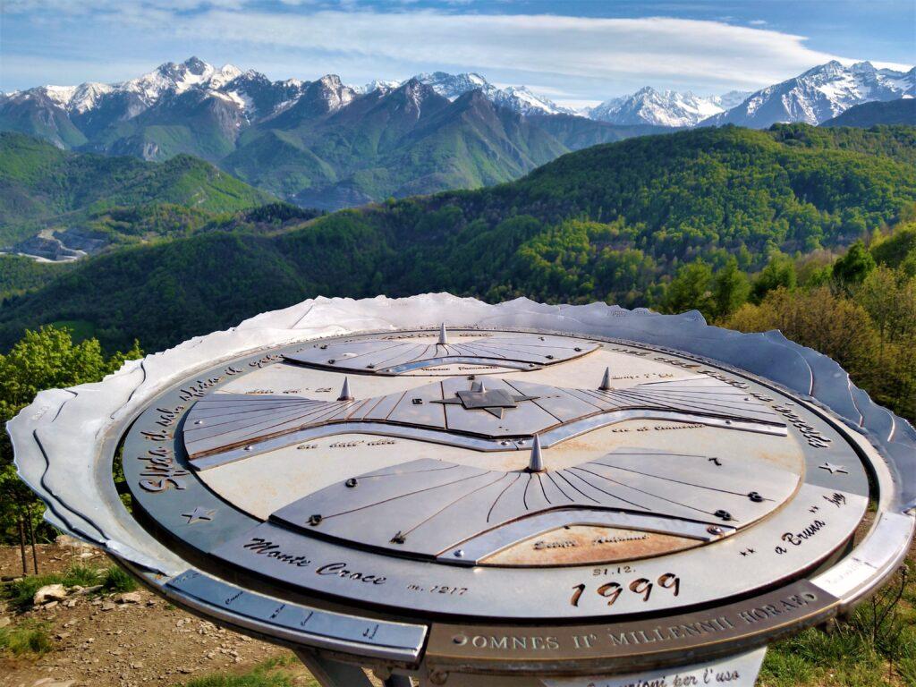 La meridiana sul Monte Croce