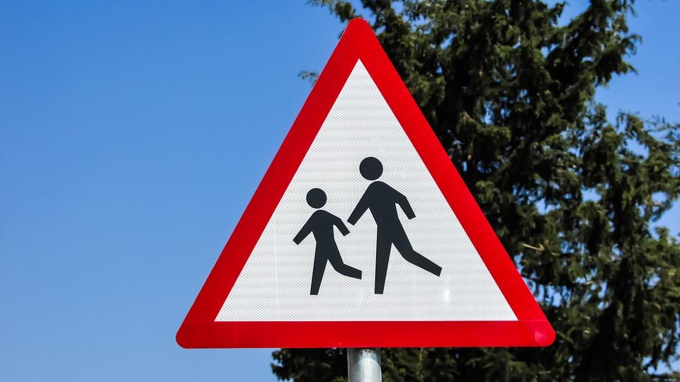attenzione bambini casa scuola