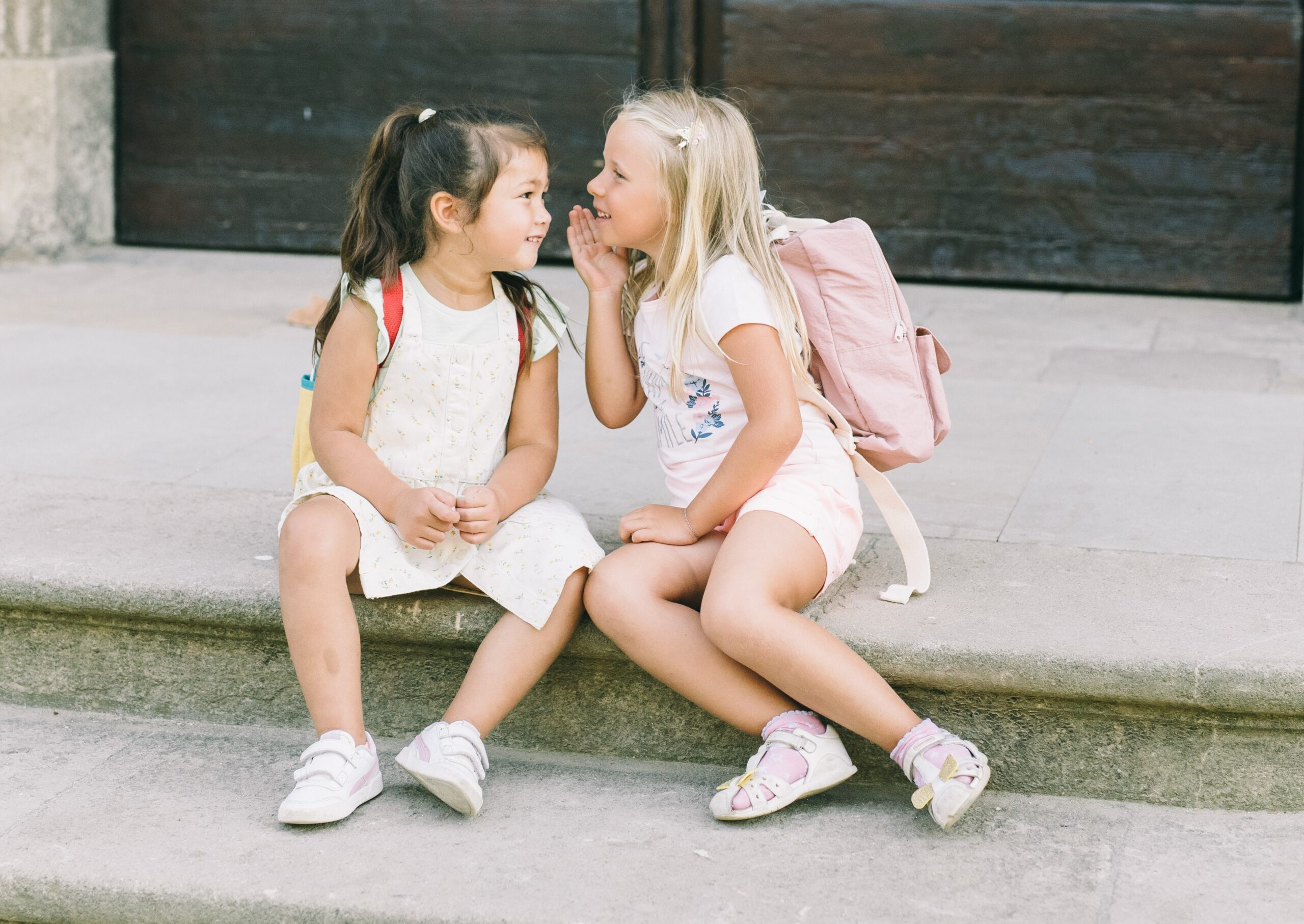 bambine pronte per la scuola
